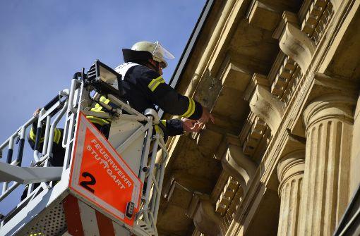Feuerwehr rückt wegen bröckelnder Fassade an