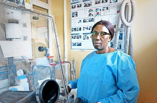 Der Kampf gegen das Virus beginnt im Labor