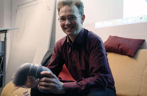 Christof Hoyer baut für uns sein Messgerät zusammen. Er braucht dafür etwa zwanzig Minuten. Foto: Hannes Opel