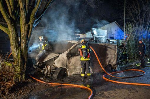 Feuer greift auf Vereinsheim über