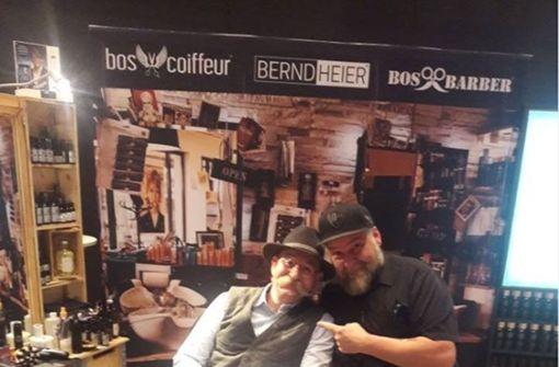 """Bernd Heiers """"Bos Barber"""" am Löwenmarkt in Weilimdorf ist der beste Barbershop im Südwesten. Das wissen auch Prominente Gäste, wie Starkoch Horst Lichter. Foto: Screenshot Facebook/berndheier.bosbarber.boscoiffeur"""