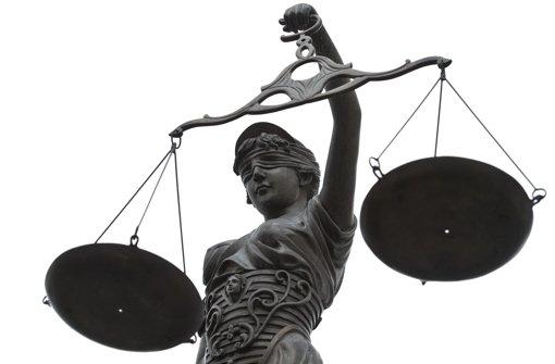 Alle fünf Jahre suchen die Gerichte Schöffen wie jetzt für die Periode 2014 bis 2018. In Stuttgart werden 750 Schöffen und 250 Jugendschöffen für das Landgericht Stuttgart und die beiden Amtsgerichte Stuttgart und Bad Cannstatt benötigt. Foto: dpa