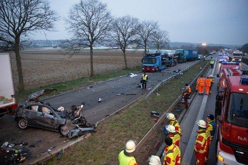 Mittlerweile ist klar, wer den Wagen gefahren hat, der nach einer Verfolgungskagd mit der Polizei in der Nacht zum Mittwoch schwer verunglückt ist. Foto: www.7aktuell.de | Marcel Heckel