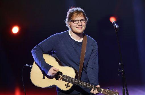 """Der britische Sänger bricht derzeit alle Rekorde: Sofort nach Veröffentlichung seines Albums """"÷"""" Anfang März schoss es an die Spitze der Charts. Ed Sheeran war als erster Künstler überhaupt mit sechs Songs gleichzeitig in den Top 20 der Single-Charts vertreten. Foto: AP"""