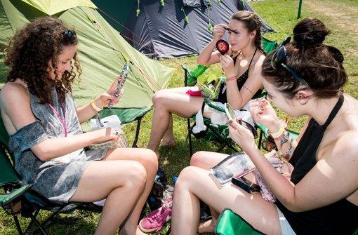 Fans strömen auf das Festivalgelände