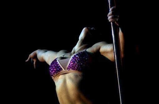 Akrobatik in Argenbtinien: In Buenos Aires wird in einem einwöchigen Wettbewerb die Miss Pole Dance Südamerika 2012 ermittelt - hier einige Bilder. Foto: AP