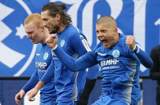 Leander Vochatzer und Mijo Tunjic jubeln mit dem Torschützen (rechts). Foto: Pressefoto Baumann