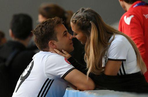 Fußballer heiratet seine Freundin