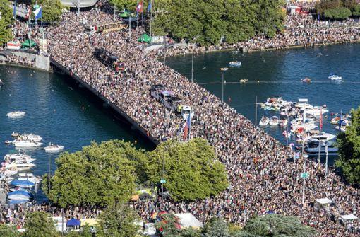 Hunderttausende feiern Street Parade