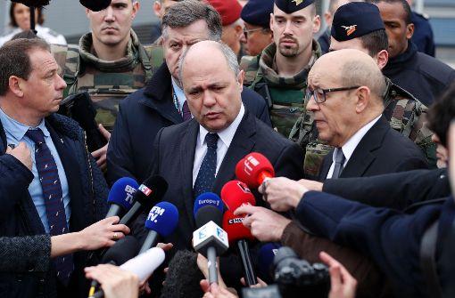 Innenminister Le Roux: Angreifer ist Polizei und Geheimdiensten bekannt