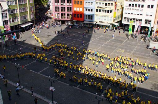 Bewegter Flashmob vor dem Stuttgarter Rathaus