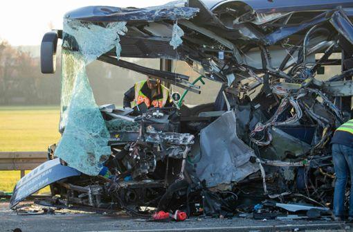 Busfahrer sollen zum Unfall aussagen – Schüler werden betreut