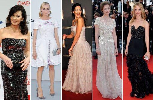 Fünf Frauen, die Stil beweisen