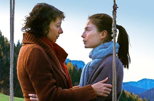 Ursula Krauss und Nora von Waldstätten in Oktober November Foto: MFA