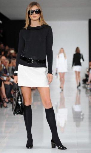 Ralph Lauren schickt seine Models in klassischem Schwarz und Weiß oder in knalligen Farben über den Laufsteg. Foto: dpa