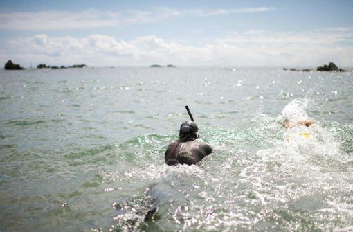 In sechs Monaten will der 51-Jährige San Franzisko erreichen und wäre damit der erste Mensch, der den Pazifik durchschwimmt.  Foto: AFP