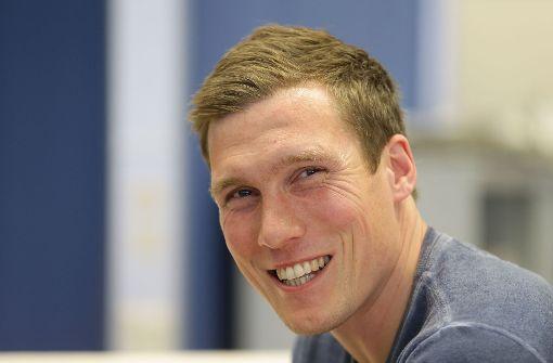 Hannes Wolf war zu Gast in der Redaktion und hatte dabei sichtlich Spaß. Foto: Pressefoto Baumann
