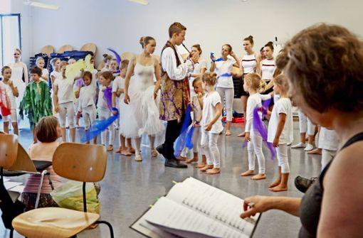 Die Kinder und Jugendlichen proben für den Auftritt beim Schools Day. Foto: factum/Granville