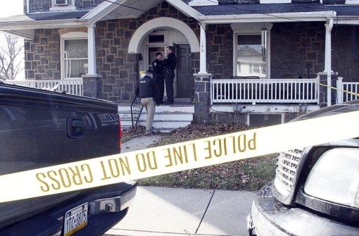 Sechs Menschen getötet - Täter flüchtig