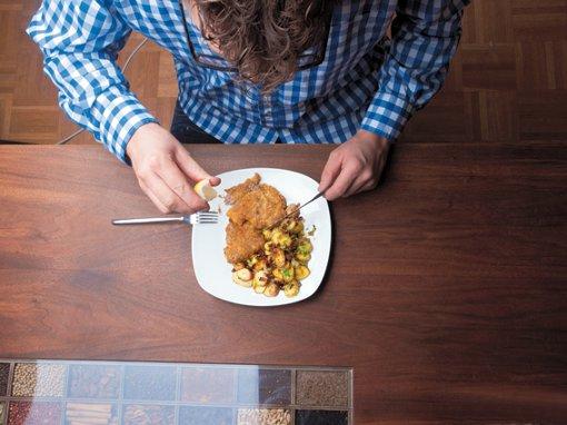 Wiener Schnitzel mit  Bratkartoffeln-Radieschensalat