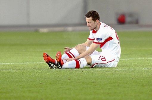 Sein Führungstreffer reichte nicht: VfB-Mittelfeldspieler Christian Gentner sitzt  nach dem 1:1 gegen Genk tief enttäuscht. Klicken Sie sich durch unsere Noten für die Roten. Foto: Pressefoto Baumann