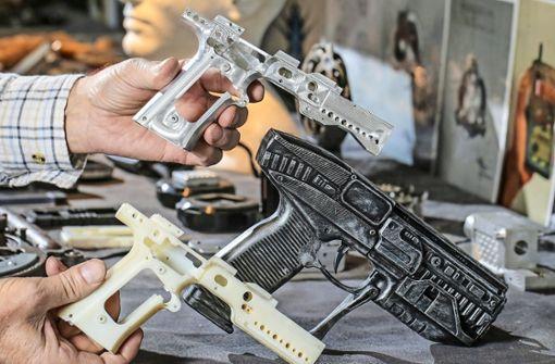 Das Online-Netzwerk Facebook will die Verbreitung von Bauplänen für Schusswaffen aus dem 3D-Drucker verbieten. (Symbolbild) Foto: The Toronto Star