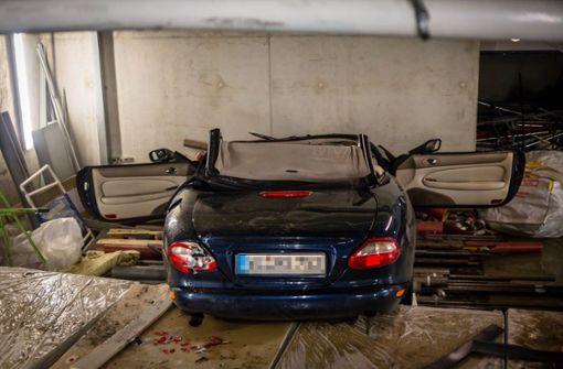 Autofahrer stürzt in Parkhaus von Etage ab und stirbt