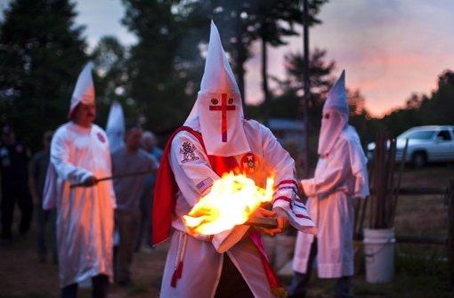 Ein Mitarbeiter des baden-württembergischen Landesamtes für Verfassungsschutz (LfV) hat dem Leiter des rassistischen Klu-Klux-Klans darüber informiert, dass seine Telefongespräche abgehört werden. Foto: dpa