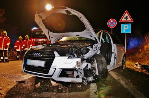 18-Jährige kracht in Gegenverkehr – Frau schwer verletzt