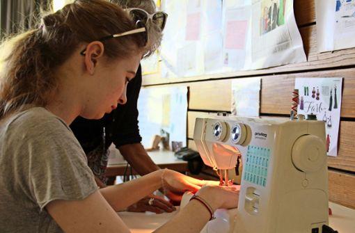 Schüler verwandeln Massenware in Unikate