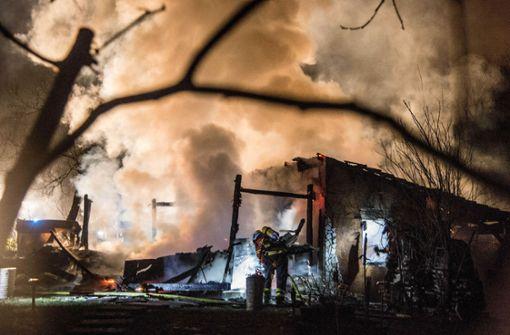 Feuer zerstört Gartenhütte