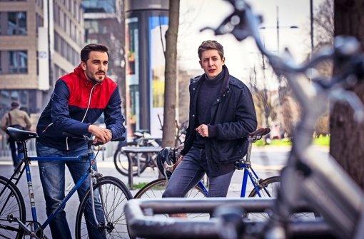 Radfahrer und Filmemacher: Roman Högerle (links) und Felix Länge Foto: Lichtgut/Max Kovalenko
