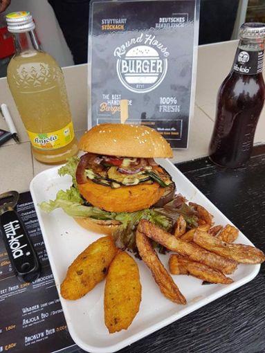 Seit August 2017 hat der Round House Burger in der Hackstraße 2/2 im Stuttgarter Osten saftige Burger und krosse Pommes für die Kesselbewohner im Angebot. a href=https://www.facebook.com/RoundHouseBurger/ target=_blankRound House Burger auf Facebook/a Foto: Round House Burger