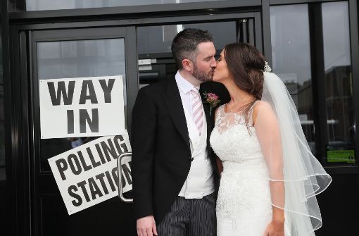Die Allianz Kandidatin für West-Belfast Sorcha Eastwood hat im Brautkleid gewählt. Kurz zuvor hatte sie mit Dale Shirlow die Ehe geschlossen