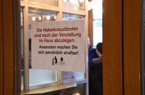 Hakenkreuz oder Judenstern? Umstrittene Inszenierung feiert Premiere