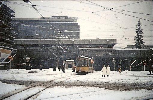 Ganz in Weiß: Der Kleine Schlossplatz an einem Wintertag in den 1960ern Foto: Thomas Mack/Stuttgart-Album
