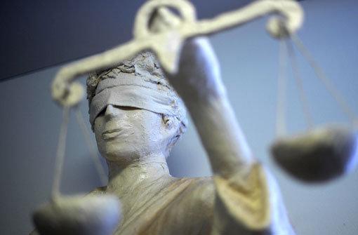 Die EuGH-Entscheidung zu einheitlichen Versicherungsbeiträgen für Männer und Frauen sorgt für Kritik. Foto: dpa