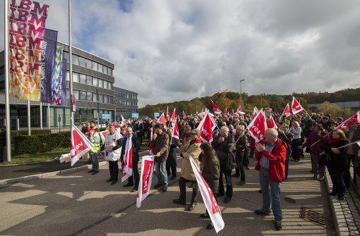 Hunderte demonstrieren vor IBM-Zentrale für mehr Geld