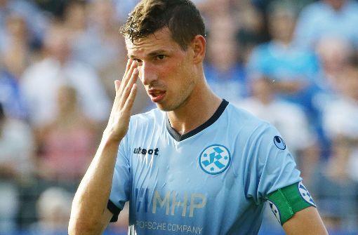 Es läuft noch nicht rund für die Kickers und Kapitän Josip Landeka: In den letzten drei Punktspielen gab es null Punkte und 1:11 Tore. Foto: Baumann