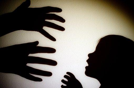 Erwachsene haben das Leben einer heute 30-Jährigen zerstört. Foto: dpa