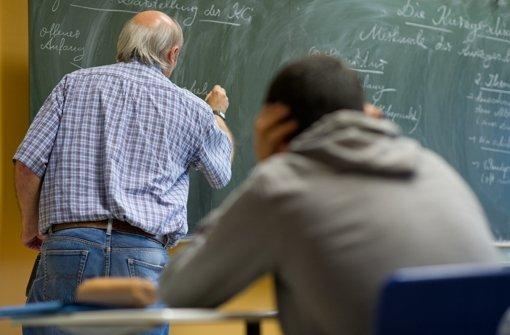 Kultusminister Stochs Forderung nach einer Streckung des Lehrerstellen-Abbaus wurde regierungsintern abgelehnt. Die Grünen setzen sich indes für den Wegfall der Altersermäßigung ein. Foto: dpa