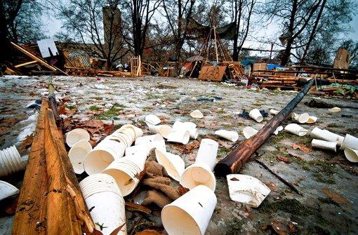 Hinterlassenschaften der S-21-Gegner am 15. Februar nach der Räumung des Parks: Jetzt hat die Stadt Müllbilanz gezogen. Foto: Max Kovalenko
