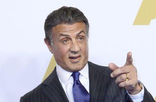Hollywoodstar Sylvester Stallone (71) soll 1990 eine Frau sexuell belästigt haben. Sie hat sich vergangenes Jahr an die kalifornischen Behörden gewandt. Nun prüft die Staatsanwaltschaft den Fall. Foto: dpa
