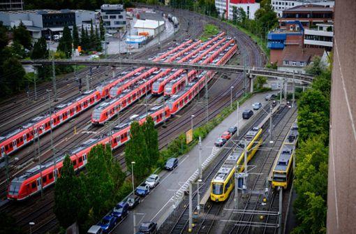Fahrrad auf Gleise der S-Bahn gelegt