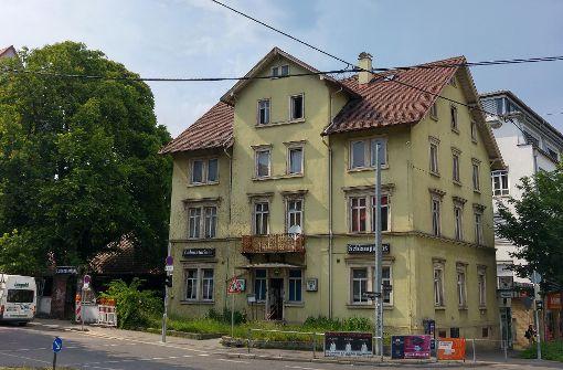 Die Absperrgitter links am Eingang zeigen es: Im Schlampazius und Laboratorium beginnen die Sanierungsarbeiten. Foto: Jürgen Brand