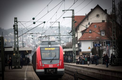 Die Bahnanlagen in Vaihingen sollen so ungebaut werden, dass ein weitere Bahnsteig als Haltepunkt für Fern- und Regionalzüge der Gäubahn entsteht. Foto: Lichtgut/Achim Zweygarth