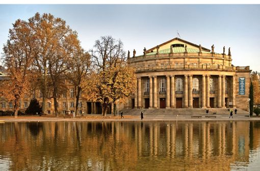 """Der Ort, an dem im Rahmen des """"European Balcony Project"""" eine neue Republik aufgerufen wird: das Opernhaus und sein geräumiger Balkon Foto: dpa"""