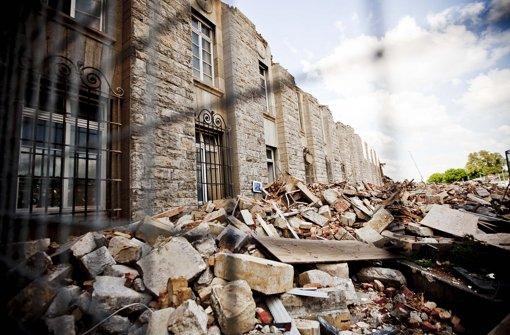 Die Bau vor dem Südflügel sind nach einem Unfall erhöht worden. Klicken Sie sich durch die Bildergalerie. Foto: Leif Piechowski