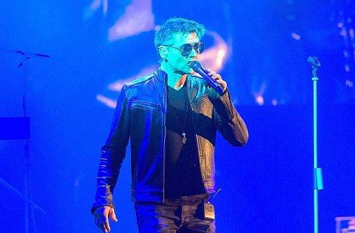 Der Sänger der Band A-ha, Morten Harket, trat in der Schleyerhalle auf. Klicken Sie sich durch unsere Bildergalerie, um weitere Fotos vom Konzert zu sehen. Foto: Martin Stollberg