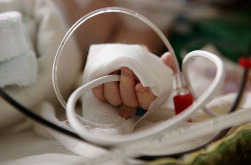 Schwer kranker Säugling aus Krankenhaus entführt